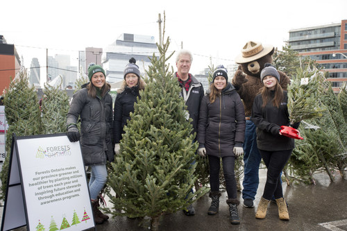 Forests Ontario staff and Smokey Bear at the Toronto Christmas Market. (CNW Group/Forests Ontario)