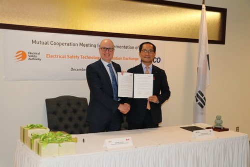 The Electrical Safety Authority and Korea Electrical Safety Corporation signed a new Memorandum of Understanding on Dec. 9, 2019 to strengthen cooperation in the area of electrical safety led by David Collie, President & CEO, Electrical Safety Authority (pictured, left) and Sung Wan Cho, President & CEO of Korea Electrical Safety Corporation  (pictured, right). (CNW Group/Electrical Safety Authority)