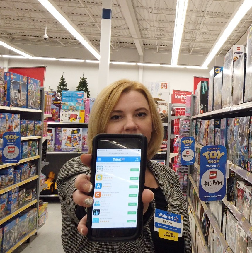 Megan Osborne, Walmart Store Manager (Meadowvale) showcases the apps she uses to help manage her store. (CNW Group/Walmart Canada)