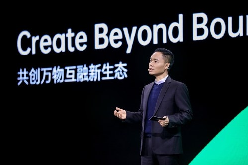 Tony Chen delivers a keynote speech on the future of intelligent connectivity