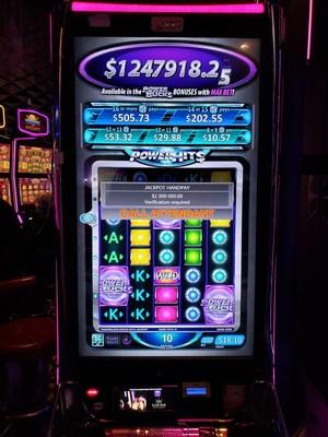Le gros lot Powerbuckstm est remporté au Casino du Lac-Leamy (Groupe CNW/Loto-Québec)