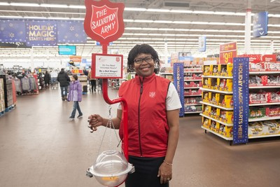 Kettle volunteer at Walmart Canada store (CNW Group/The Salvation Army)