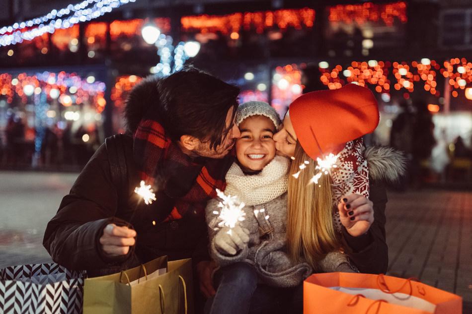 A Family Celebrating the Holidays (CNW Group/FlightHub)