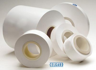As membranas microporosas de processo seco revestidas e não revestidas da Celgard® são usadas como separadores em diversas baterias de íon-lítio, principalmente em veículos elétricos (EDV), sistemas de armazenamento de energia e outras aplicações especiais.