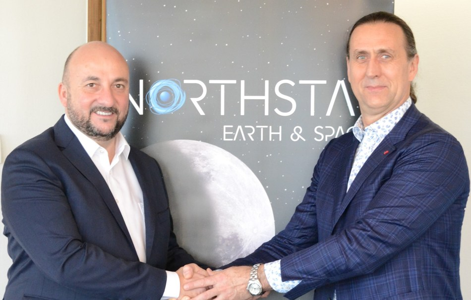 From left to right: Étienne Schneider, Deputy Prime Minister and Minister of the Economy of Luxembourg and Stewart Bain, CEO and Co-Founder of NorthStar Earth & Space (CNW Group/NorthStar Earth & Space Inc.)
