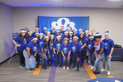BBVA employee volunteers celebrate the holidays with local communities.