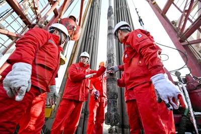 Le système de forage orientable Masters Sinomacs ATS I de Sinopec réalise une avancée majeure dans le champ pétrolifère SLOF (PRNewsfoto/Sinopec)