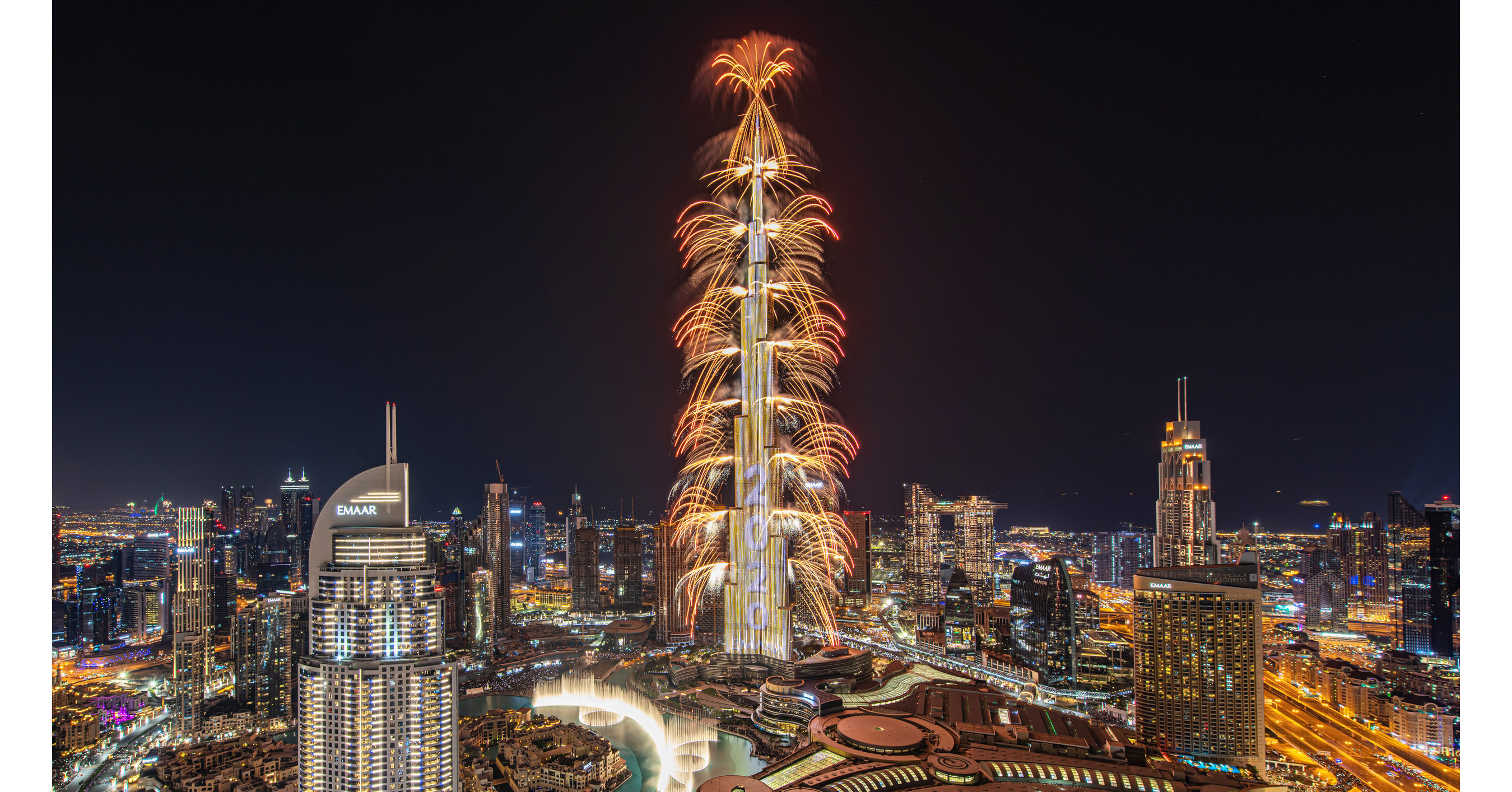 The World S Tallest Building Burj Khalifa Captivates The Globe With Emaar S Spectacular New Year S Eve Show In Downtown Dubai