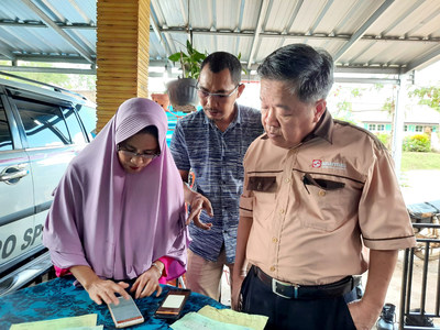Data input with palm oil agent in Bangka as part of the supply chain mapping.