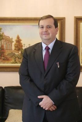 Prof. Dr. Edmo Atique Gabriel, cirurgião cardiovascular