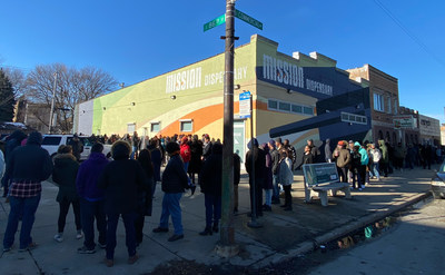 Customers line up outside 4Front's Mission cannabis dispensary in Chicago on Jan. 1, 2020, the first day of legal adult-use sales in Illinois. (CNW Group/4Front)