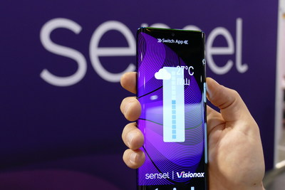 Sensel's rich force image detects whether users are holding the phone using their left hand, right hand or both hands. This allows the UI to accommodate the user -- for example, changing the location of the volume buttons.