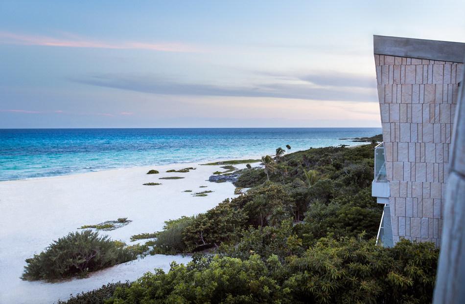 Beach_Hotel_View_2