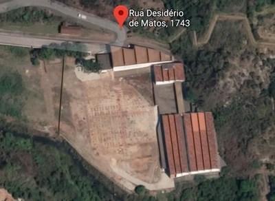 O Parque Tecnológico de Ouro Preto, denominado Inconf.Tech, está em fase de construção. Anterior às obras, a Rua Desidério de Matos, nº 1743, sediava a Fábrica de Tecidos da Cidade. Hoje o local dará espaço para novos negócios para a Região dos Inconfidentes. Foto: Reprodução/Google.