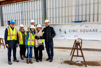 CIBC team after signing the ceremonial last steel beam at CIBC SQUARE's 81 Bay Street. (CNW Group/CIBC)