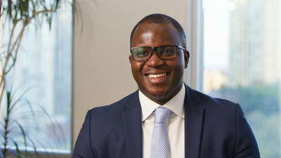 Kelechi Uzoma, past participant of ACCES's bridging program, shares his journey in building his professional network and securing a job through ACCES Employment (CNW Group/Accenture)