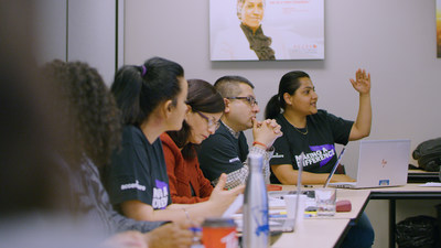 Accenture employees volunteer at ACCES Employment (CNW Group/Accenture)