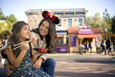 Disney California Adventure Food & Wine Festival: El Disney California Adventure Food & Wine Festival regresa del 28 de febrero al 21 de abril de 2020, presentando más de una docena de apetitosos Mercados del Festival que sirven sabrosos platos, vinos especiales y cervezas artesanales. Complementan el delicioso evento ofertas de entretenimiento en vivo, seminarios de cocina y demostraciones con un giro único de Disney, perfectamente elaboradas para aficionados a la gastronomía. (PRNewsfoto/Disneyland Resort)
