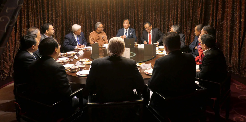 Round table discussion with Minister of Works, YB Tuan Baru Bian and the captains of construction industry