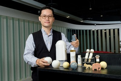 LESSDO has created various DIY packets containing fixed ingredient quantities according to each packet's recipe. The Soap-o-Matic's detection system will apply the mixing parameters best suited for each packet automatically, making soap crafting highly accessible to beginners. (PRNewsfoto/Taiwan Tech Arena)
