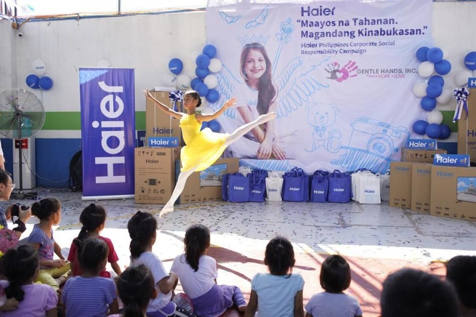 Photo taken on July 5, 2019 shows a girl dances at the donation ceremony of Haier in a welfare house of the Philippines.
