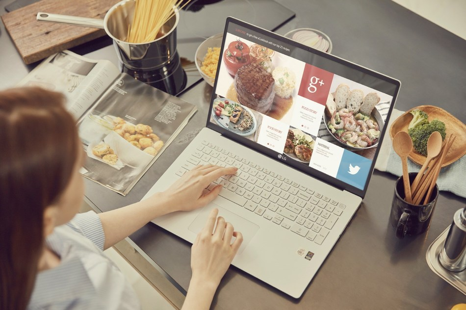 The new LG gram laptop helps Canadians keep up while on the go (CNW Group/LG Electronics Canada)