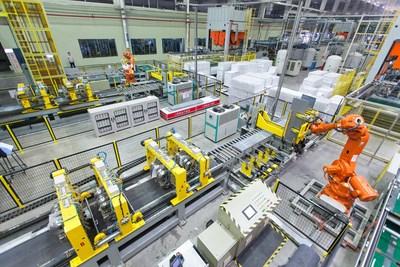 A fábrica interconectada de geladeiras Shenyang, da Haier, se une à Rede Global de Faróis do Fórum Econômico Mundial como a segunda instalação farol de ponta a ponta da Haier. (PRNewsfoto/Haier Smart Home)