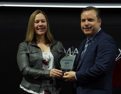 Stephanie Wallcraft, AJAC President, presents AJAC award to David Klan, President, Mazda Canada (CNW Group/Mazda Canada Inc.)