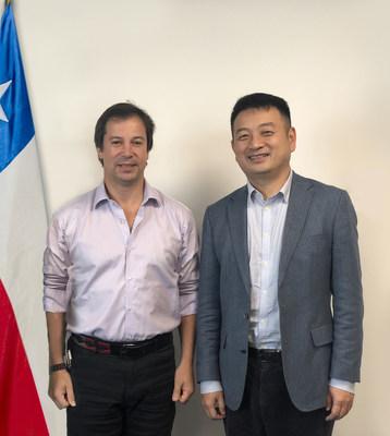 James Liang (der.), presidente de Trip.com Group, se reúne con Lucas Palacios Covarrubias (izq.), ministro de Economía, Desarrollo y Turismo de Chile. (PRNewsfoto/Trip.com Group)