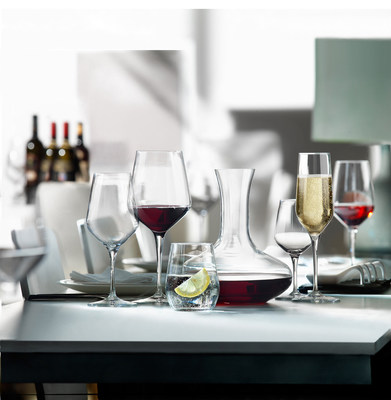 Electra's modern lines are ideal for an elegant and contemporary table setting. The Electra XL Wine glass has a brilliant shine and is light and practical to use. These glasses are highly resistant to wear and dishwashing. The stem of the glass, produced in one piece with the bowl, is obtained through a particular hot pulling process of the stem. This technology allows us to manufacture products whose shapes are elegant and refined.