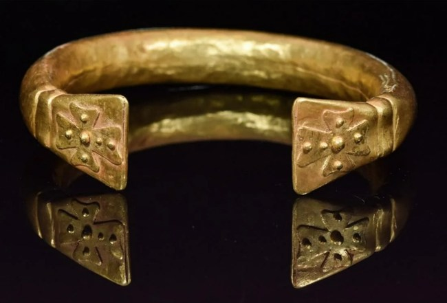 Large and very rare medieval (circa 1200 A.D.) Crusader's solid gold bracelet, 40g, flat terminals displaying Maltese crosses, possibly worn by high-status knight or priest. Estimate: $7,800-$10,400