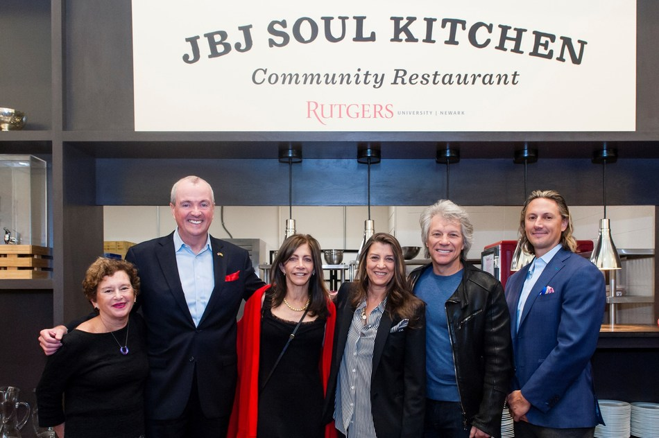 Resultado de imagem para jon bon jovi terceira soul kitchen universidade