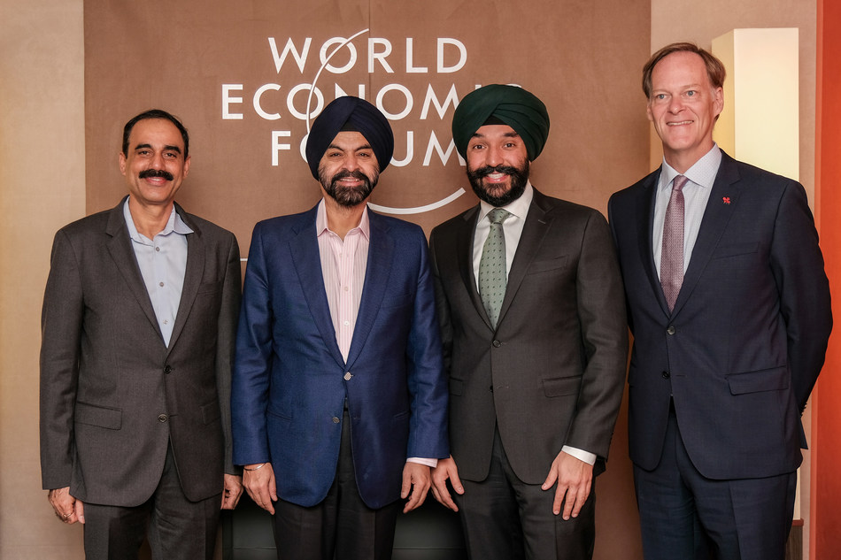 From left: Ajay Bhalla, president, Cyber and Intelligence Solutions, Mastercard; Ajay Banga, president and chief executive officer (CEO), Mastercard; the Honourable Navdeep Bains, Minister of Innovation, Science and Industry; and Ian McKay, CEO, Invest in Canada. (CNW Group/Mastercard)