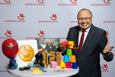 Ernst Kick, CEO of Spielwarenmesse eG, with the products nominated for the ToyAward
