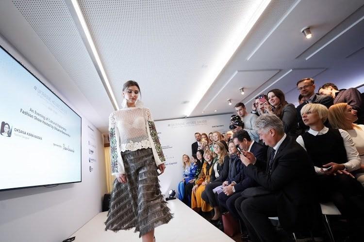 Oksana Karavanska's beautiful fashion show rocked Ukraine House Davos