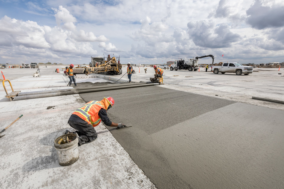 CarbonCure concrete poured at Calgary International Airport reducing 160 tonnes of carbon emissions. (CNW Group/CarbonCure Technologies)