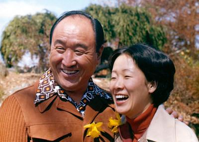 O reverendo Sun Myung Moon e sua esposa, Dra. Hak Ja Han Moon, compartilham mais de 50 anos de serviço público para construir a paz mundial (Foto de Family Federation for World Peace and Unification)