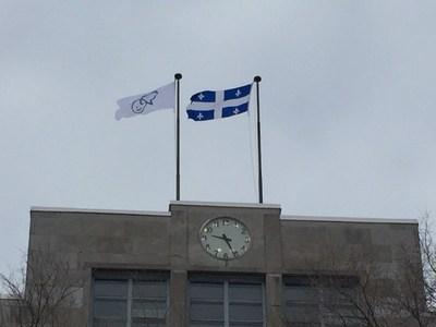 Verdun fait partie des quelque 85 collectivités et partenaires partout au Canada qui lèvent le drapeau Bell Cause pour la cause afin de montrer leur appui à la cause de la santé mentale. (Groupe CNW/Ville de Montréal - Arrondissement de Verdun)