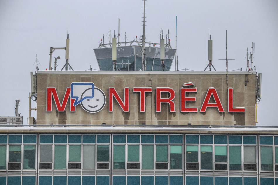 For the first time, the Bell Let's Talk logo is being displayed on the façade of YUL Montréal-Trudeau International Airport. By doing so, ADM Aéroports de Montréal aims to provide high visibility to mental health and promote community action and awareness about this issue. (CNW Group/Aéroports de Montréal)
