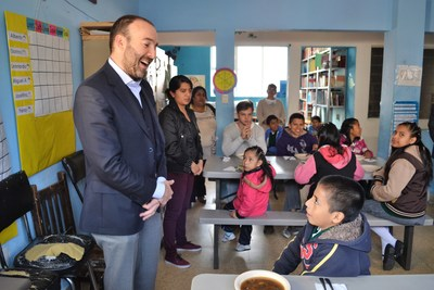 Jack Landsmanas Stern visits a classroom in Mexico