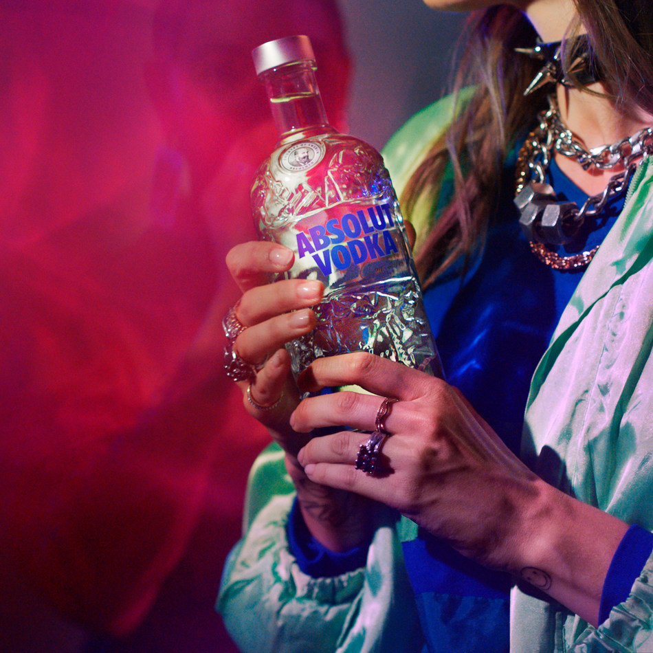 Absolut vodka launches Absolut Comeback, a limited-edition bottle celebrating recycling (CNW Group/Corby Spirit and Wine Communications)