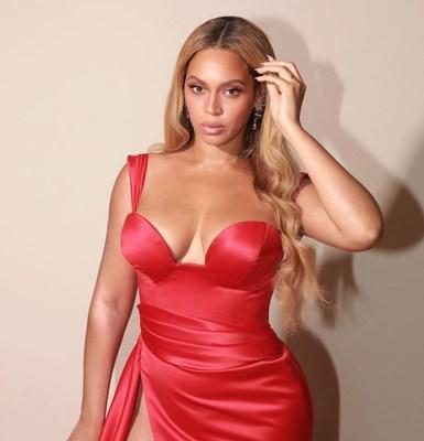 Beyoncé wearing Diamond Equalizer earrings