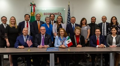 Delegation from the city of El Paso, Texas, and representatives from the public, private and academic sectors during their visit to the Secretary of the Economy
