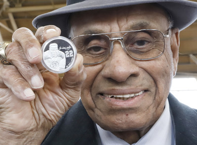 Willie O'Ree holds a Royal Canadian Mint pure silver collector coin bearing his image in celebration of Black History Month 2020. (CNW Group/Royal Canadian Mint)