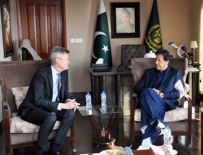 Prime Minister Imran Khan met with Rotary International President-Elect Holger Knaack this week to discuss Pakistan's effort to eliminate polio. Credit: APP