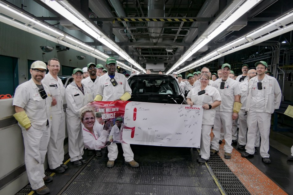 Associates celebrate the production of Honda of Canada Mfg.'s nine-millionth vehicle at the company's manufacturing facility in Alliston, Ontario. (CNW Group/Honda Canada Inc.)