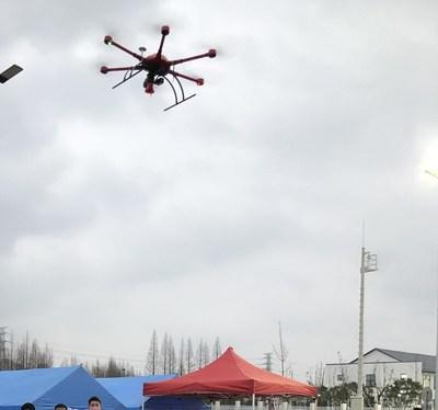 Drone da MMC com megafones fazendo transmissão aérea (PRNewsfoto/MicroMultiCopter Aero Technolog)