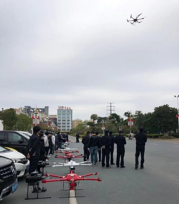 Drones de MMC en espera para misiones (PRNewsfoto/MicroMultiCopter Aero Technolog)