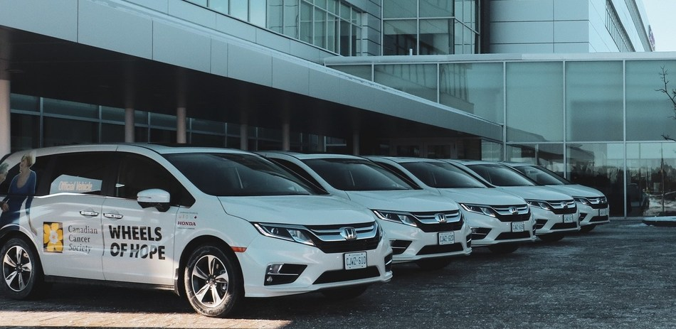 The Honda Canada Foundation launches new partnership in support of Canadians with cancer with the donation of 10 Honda Odyssey minivans to the Canadian Cancer Society Wheels of Hope program. (CNW Group/Honda Canada Inc.)