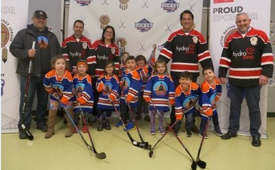 """Last year's Hydro One """"Win as One Team"""" contest award winners, the Garden River Little Thunder Tyke Team, show off their new hockey sticks. (CNW Group/Hydro One Inc.)"""